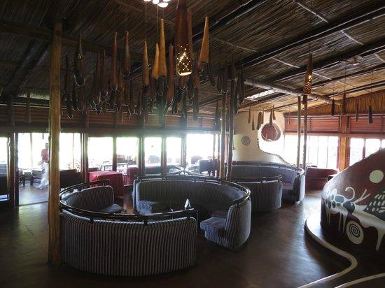 Amboseli Serena Safari Lodge: Lounge area