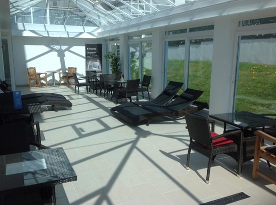 The Towers Hotel & Spa: Conservatory area by the spa.