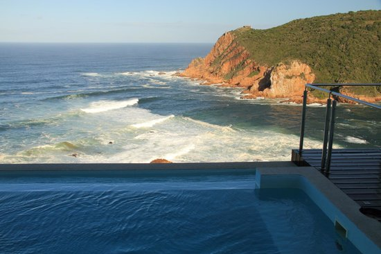 Head Over Hills: View of western head and ocean at opening of the estuary, with rim flow pool in foreground