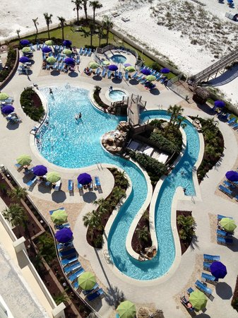 Holiday Inn Resort Pensacola Beach: Pool from room 1105 on 11th floor