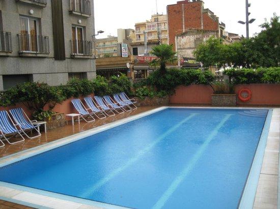 Aqua Hotel Bertran Park: Бассейн отеля