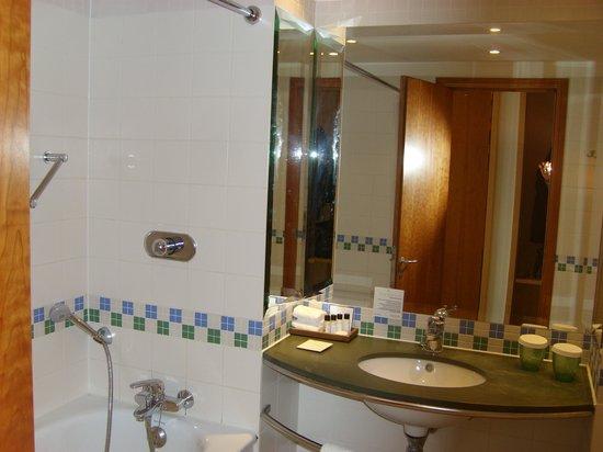 The St. David's Hotel: Bathroom