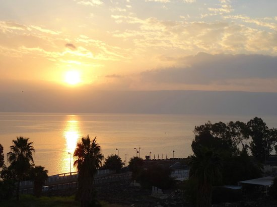 Aviv Holiday Flat: Sunrise on the Sea of Galilee