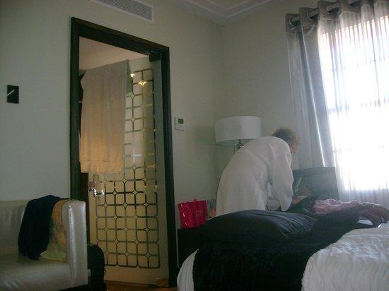 Room Mate Waldorf Towers: Entrada do banheiro