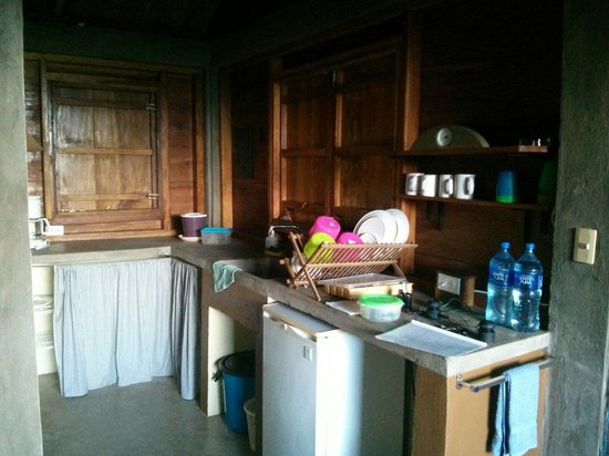 La Via Verde - Organic Farm and B&B: Kitchen of the casita