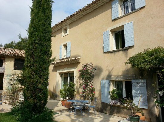 L'Ecole Buissonniere Provence : House front