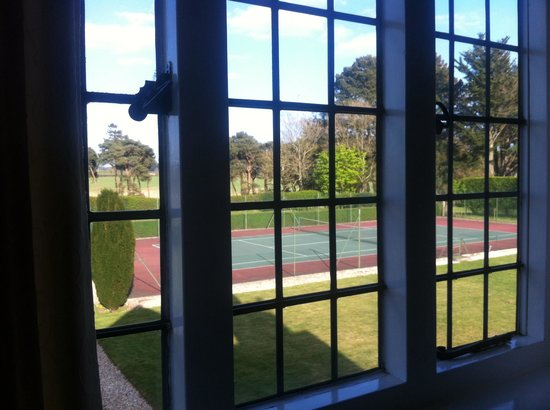 Little Court: The view of the tennis court from our room