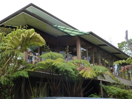 Volcano Inn : Upper, 2nd story Dinning / Common area and guest rooms viewed from the lower parking area.