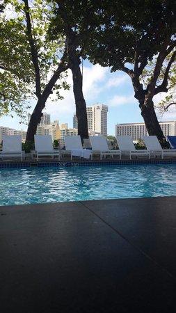 The Condado Plaza Hilton: Ocean wing pool area