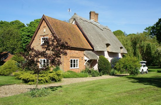 Thatched Farm Bed and Breakfast: House from the garden