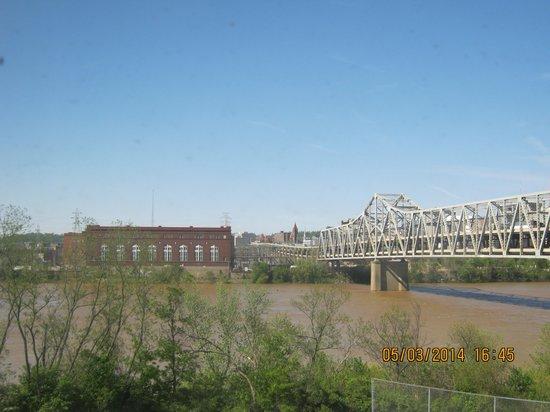 Hampton Inn Cincinnati Riverfront (Downtown Area): From #614