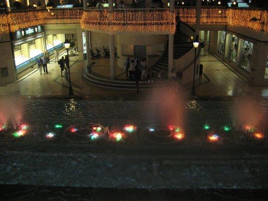 Fuente de luz y música: фонтан