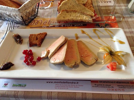 L'Auberge du Cheval Blanc : Foie grais which comes with a glass of wine