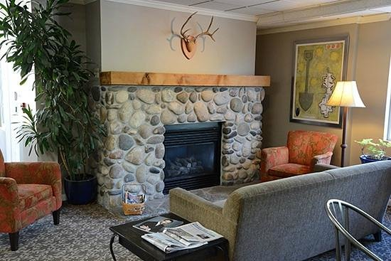 Hilltop Inn by Riversage: Our Lobby