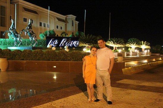 Premier Le Reve Hotel & Spa (Adults Only): перед отелем