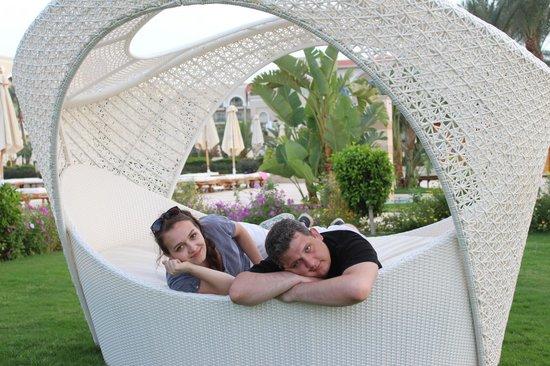 Premier Le Reve Hotel & Spa (Adults Only): небольшой садик между бассейном и пляжем