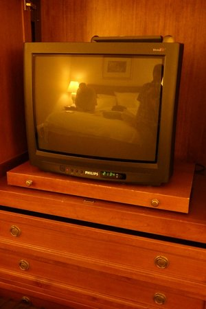Stuttgart Marriott Hotel Sindelfingen: old style tv and very small