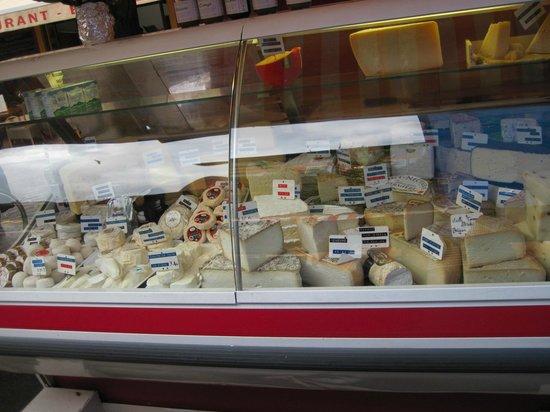 Marché aux Fleurs Cours Saleya: Käse