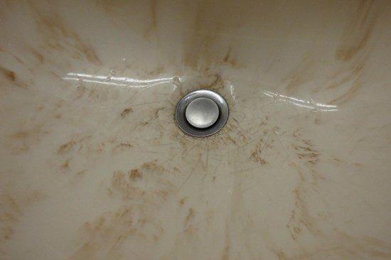 Stuttgart Marriott Hotel Sindelfingen: bathroom sink should have been replaced years ago