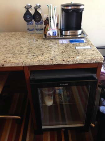 Hilton Palacio del Rio: The crappiest coffee maker known to man!  Hilton Garden Inn's use a Keurig.  Time to step it up.