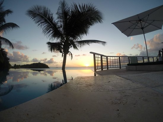 Cocobay Resort : View at the sunset pool
