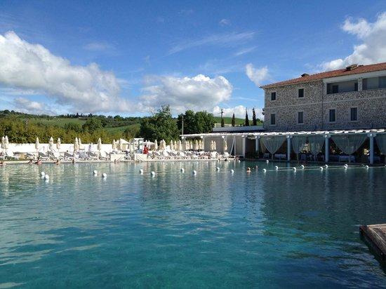 Terme di Saturnia Spa & Golf Resort: esterno Hotel & sorgente