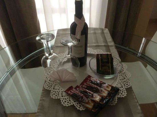 7Seasons Apartments Budapest: Free wine