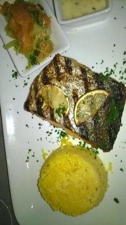 Auberge De La Fontaine : Pavé de saumon