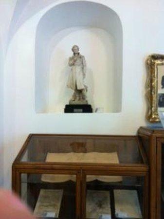 Museo Civico Belliniano : Museo Belliniano, scultura del maestro