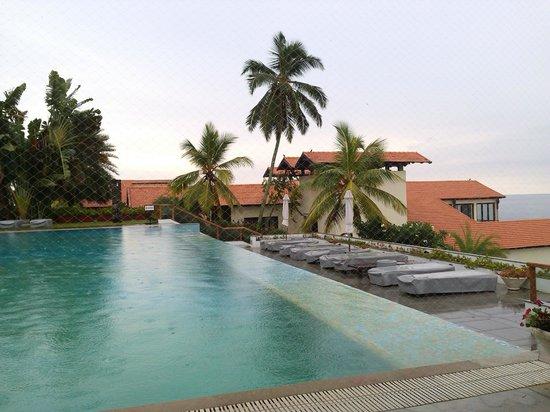 The Leela Raviz Kovalam: infinity pool