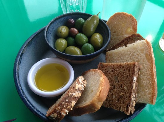 Spinacio's: Olives and Bread Lovely