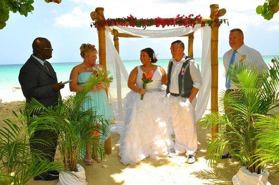 Grand Pineapple Beach Negril: Wedding Day