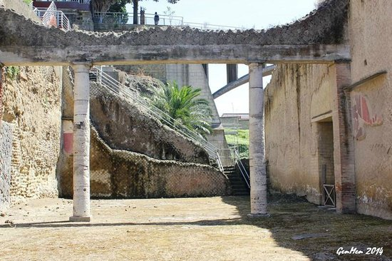 Ruins of Herculaneum : Maestoso!