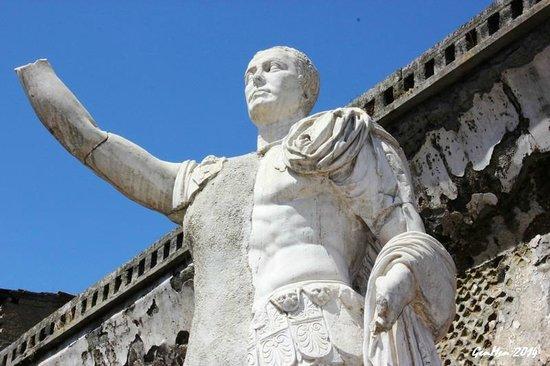 Ruins of Herculaneum : Marco Nonio Balbo
