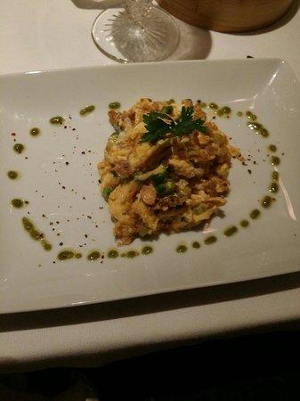 Lisboa a Noite : Ovo mexido com alheira e espargos..