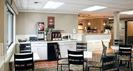 Riversage Billings Inn: Free Breakfast