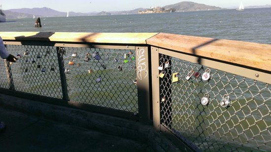 Fisherman's Wharf : Want to declare undying Love - lock here it with a padlock