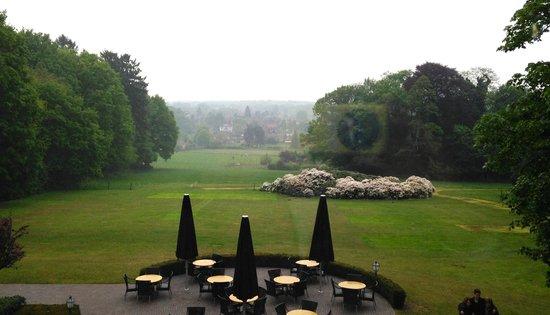 Hotel Restaurant De Wolfsberg: Uitzicht vanuit een kamer in het hoofdgebouw dalzijde.