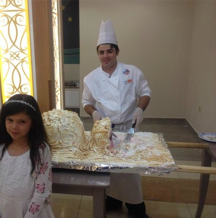 Holiday Village Turkey Hotel: A very special surprise of baked Alaska in the main buffet restaurant