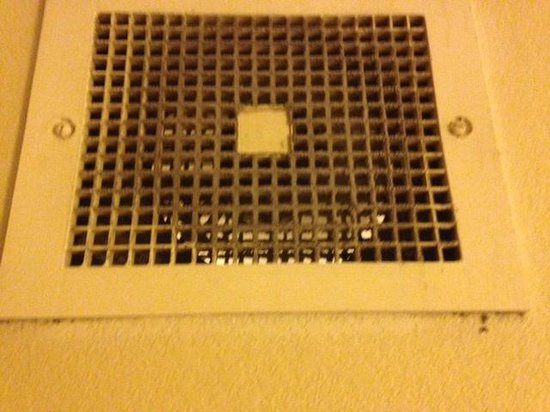Days Inn & Suites Tempe: DIRTY VENTS
