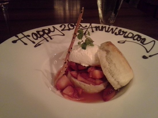 The Ritz-Carlton, New Orleans: Yummy Complimentary Strawberry Shortcake