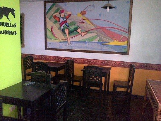 Hostel Huellas Andinas: COMEDOR
