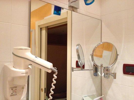 Best Western Hotel Piemontese: Baño con todo lo necesario