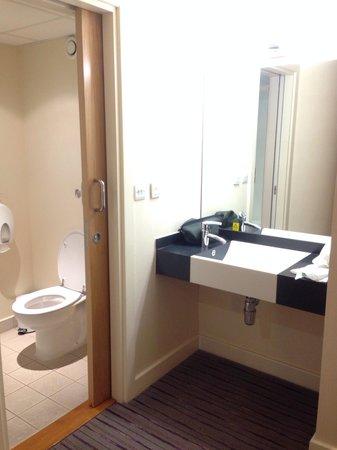 Premier Inn Manchester Airport (M56/J6) Runger Lane South : Wash Facilities