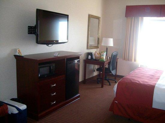 Wind River Hotel  TV  microwave  mini fridge in room 202. TV  microwave  mini fridge in room 202   Picture of Wind River