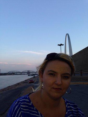The Gateway Arch : St. Louis arch