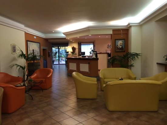 Villa Paradiso Village : Reception