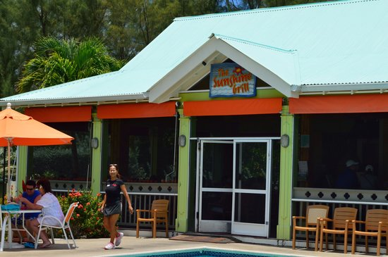 Sunshine Suites Resort : The food and service at Sunshine Grill is top notch!
