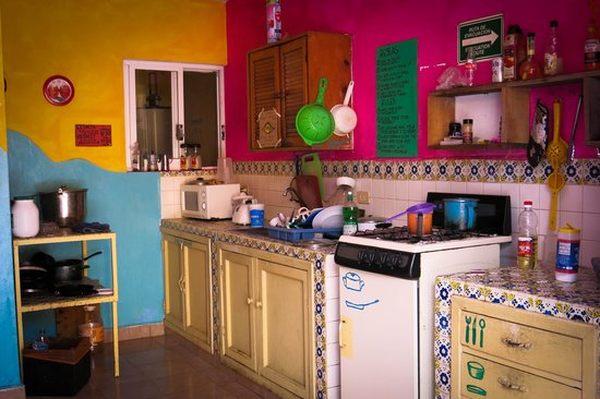 Tres Mundos Hostel : The kitchen - essential to bulk out your breakfast