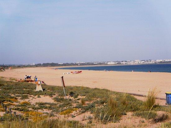 Vila Galé Lagos: Meia Praia beach opposite hotel
